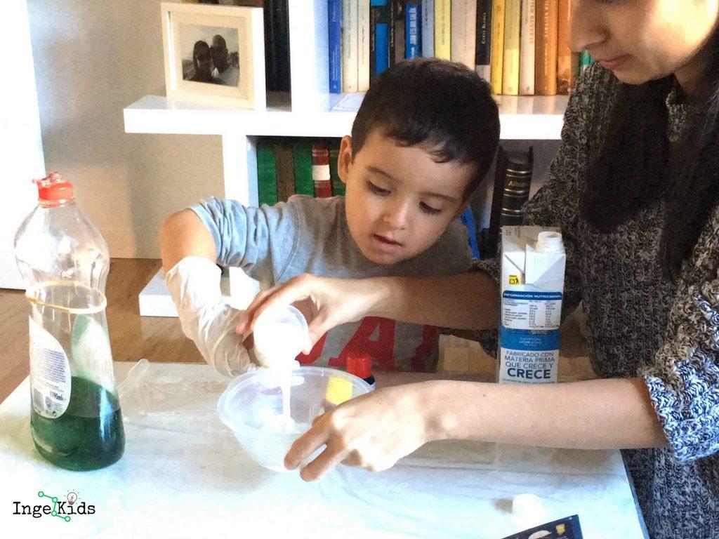 experimento para niños con leche