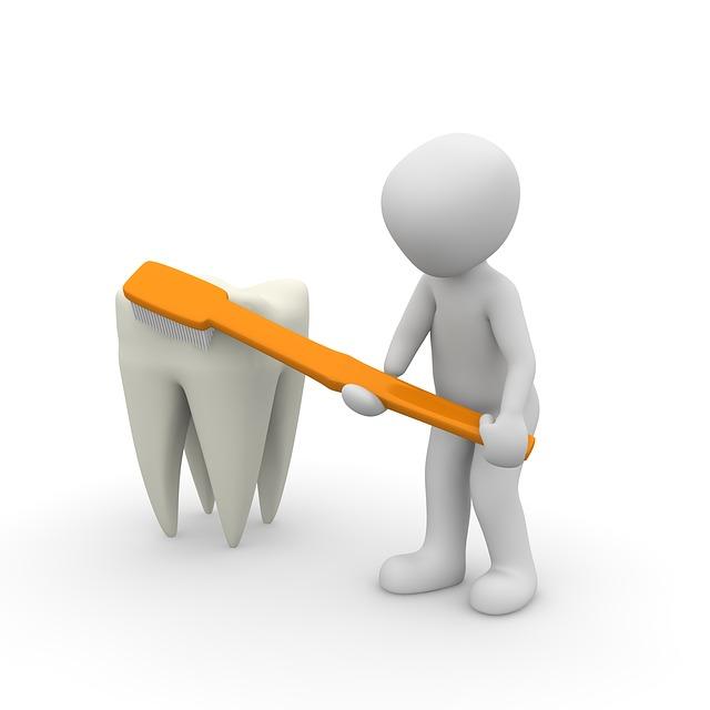 limpiando diente pixabay